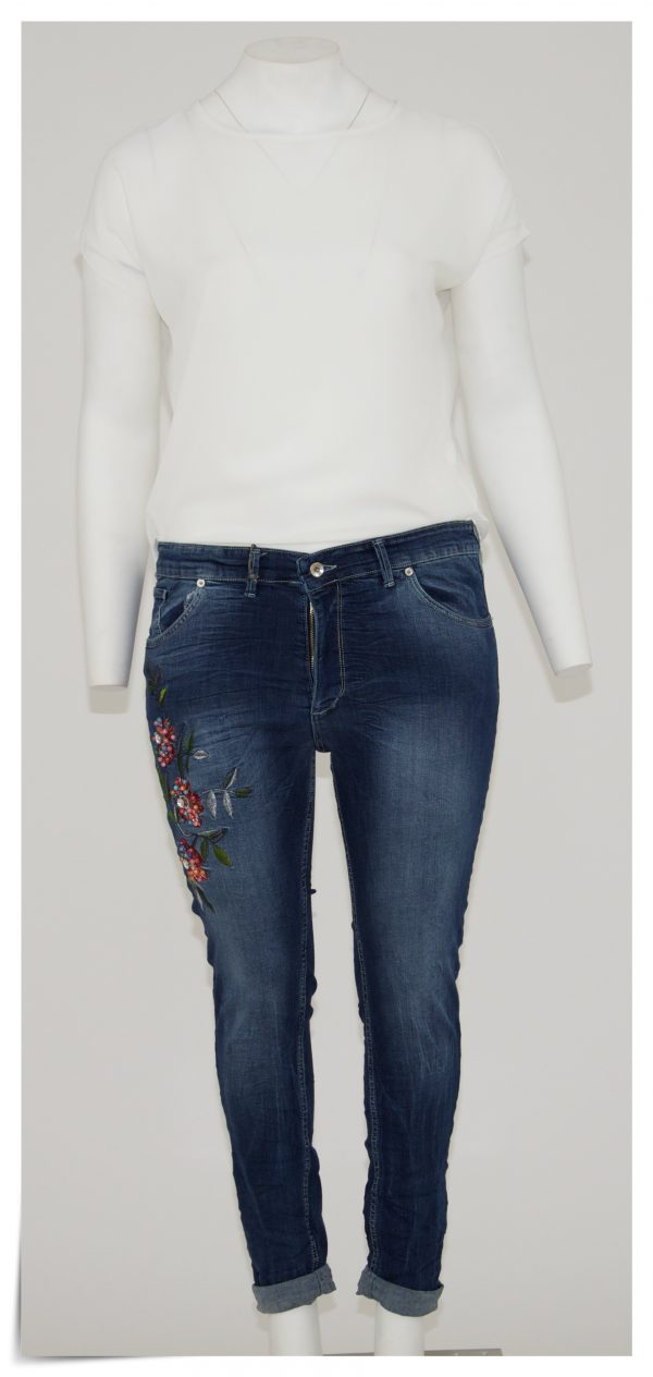 Jeans 5 tasche con cerniera e bottone, applicazione laterale di fiori e perline