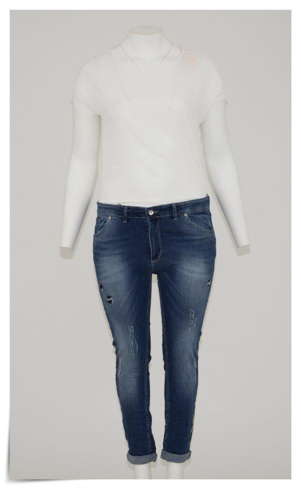 Jeans colore blu sfumato, 5 tasche bottone e cerniera, graffiato e bucato, banda laterale di strass colore argento