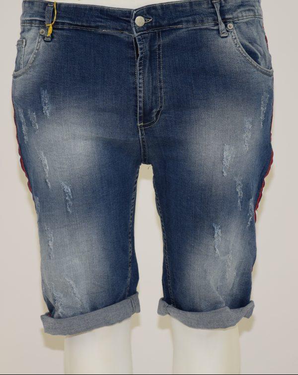 Jeans bermuda sfumato e graffiato con apertura a zip e bottone, 5 tasche e banda laterale a righe (rosso,bianco,bu)
