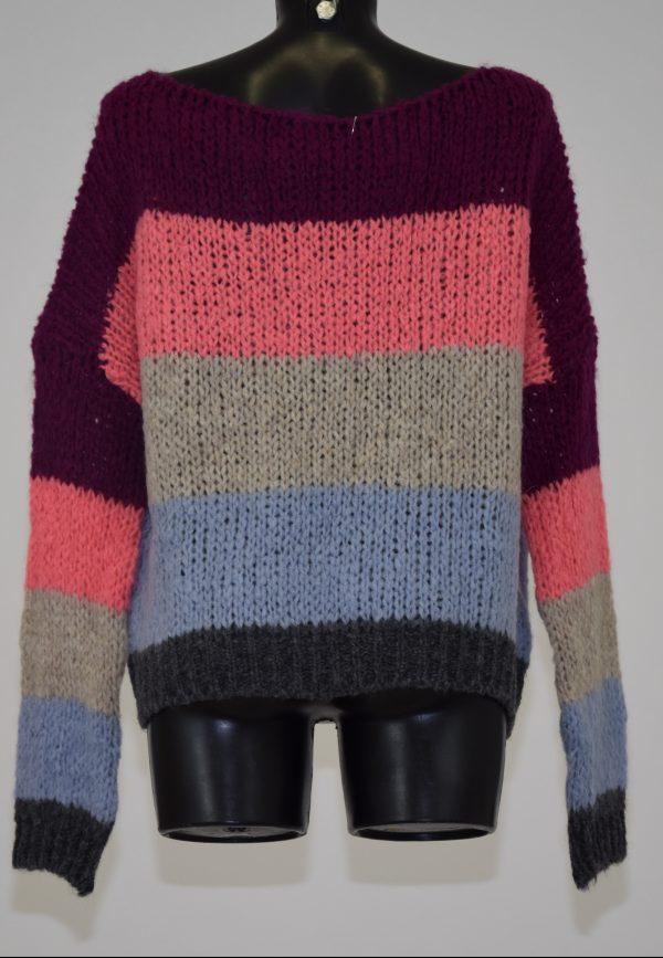 Maglione con scollo a barchetta in fantasia a righe orizzontali multicolore