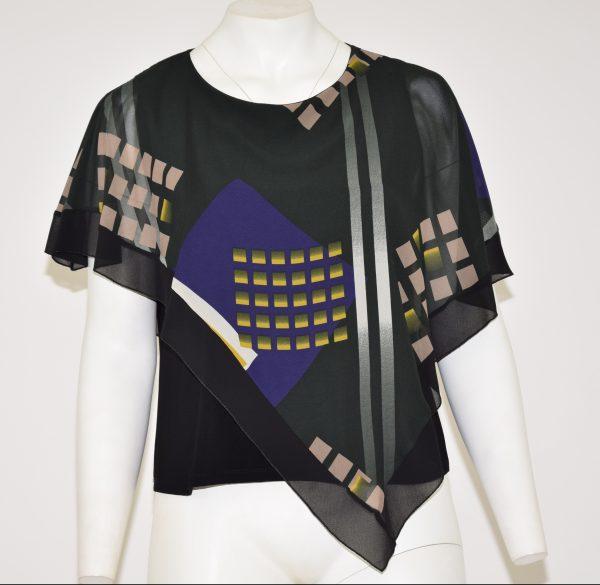 Camicia a base nera con sopra un velo di colore verde scuro a fantasia geometrica