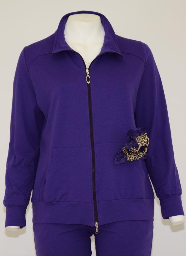 Felpa con davanti apertura a zip e due tasche in basso, applicazione di coccarda removibile sopra la tasca e paillettes nel colletto