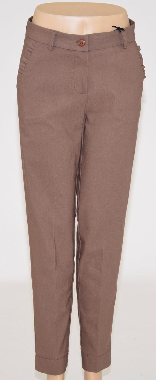 Pantaloni in piega con 4 tasche di cui quelle davanti con bordo a frappette, Apertura con bottone e cerniera zip